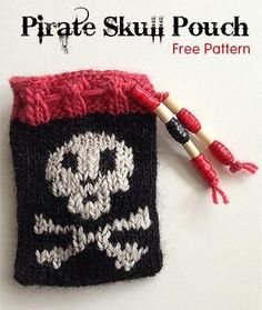 Free Knitting Pattern for Pirate Skull Pouch - Halloween Do it yourself Small Knitting Projects, Knitting Designs, Knitting Patterns Free, Knit Patterns, Free Knitting, Free Pattern, Knitting Ideas, Patterns For Pirates, Crochet Skull
