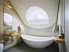 I would spend all my time in my bathtub if it looked like this!
