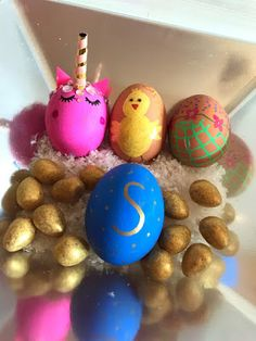 She's Eclectic: Artline Monday - Decorating Easter eggs Federal Holiday, Easter Monday, Christian Holidays, Easter Traditions, Easter Activities, Easter Eggs, Decorating, My Favorite Things, Kids