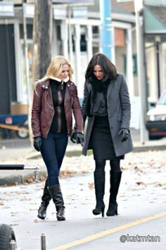 Lana Parilla and Jennifer Morrison on the set - 4 * 12 - 18 November 2014 Regina Mills, Regina E Emma, Babe, Ouat Cast, Abc Tv Shows, Swan Queen, Outlaw Queen, Jennifer Morrison, Captain Swan