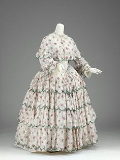Dress and matching cape, ca 1850 US, the Museum of Fine Arts, Boston