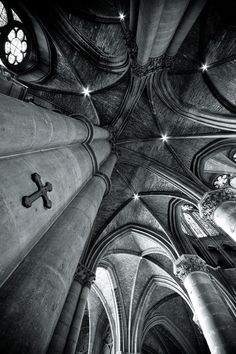 Gorgeous shot of this cathedral's vaulted ceiling and pointed arches-- two cornerstones of gothic architecture