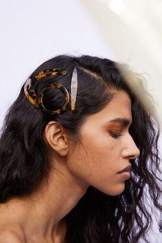 Retro Style Leopard Resin Hair Clip Brown Triangle Hair Accessories For Women Crown Hairstyles, Party Hairstyles, Hairband Hairstyle, Bow Hairband, Hair Barrettes, Triangle Hair, Wedding Party Hair, Metal Hair Clips, Pearl Hair
