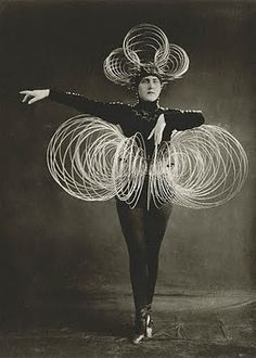 I simply love the architectural movement of this costume for Oskar Schlemmer's Triadic Ballet.