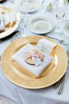 This wedding decoration is great for vintage weddings! We love that they used beaded plate chargers and added lovely wedding favors