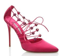 "Manolo Blahnik Spring-Summer 2015 ""Colona"" pump."