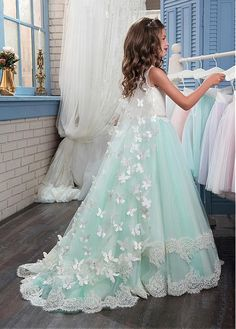 Buy discount Fashionable Tulle & Satin Scoop Neckline A-Line Flower Girl Dresses With Lace Appliques at Dressilyme.com