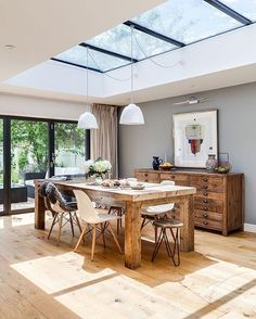 WOW this 4 bedroom home in England is simply STUNNING where do we start ? Maybe that skylight YES please, open plan living. Sunday home goals! TLI X . By  #simonmaxwell Stylist #helenkaMaciehill ✌️