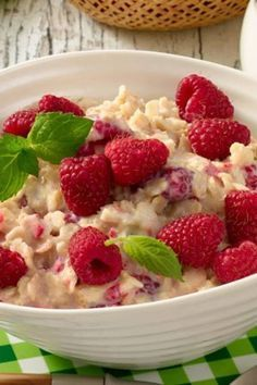 Beeren & Haferflocken zünden den Stoffwechsel-Turbo Berry Oatmeal Breakfast: 5 recipes for losing weightStrawberry Smoothie with Oatmeal – Perfect for AbnHealthy and good for the figure: the oatmeal breakfast Brunch Recipes, Breakfast Recipes, Detox Breakfast, Breakfast Smoothies, Law Carb, Detox Salad, Strawberry Recipes, Strawberry Blueberry, Smoothie Bowl