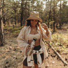 Sara Escudero (@collagevintage) • Fotos y vídeos de Instagram Collage Vintage, Grand Canyon, Cowboy Hats, Instagram, Hipster, Bohemian, Adventure, Photo And Video, Clothes