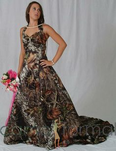 I'm not a hunter (my husband is) -- I don't think I could ever kill an animal, BUT I have an obsession with mossy oak and this wedding dress is so amazing!
