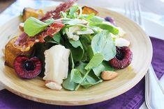Salada de agrião, abóbora, cereja fresca e queijo brie e crocante de parma - Especial Natal