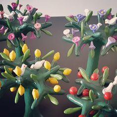 Arboles de loza policromada de Talagante #hechoamano #hechoenchile #handmade #chileanhandcraft  chileraices.cl Cl, Plants, Hand Made, Plant, Planting, Planets