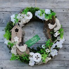 Jarní věnec na dveře domeček   Květinářství Floresco. Vyrobila  Šárka Zajíčková Grapevine Wreath, Grape Vines, Wreaths, Spring, Diy, Home Decor, Products, Decoration Home, Door Wreaths