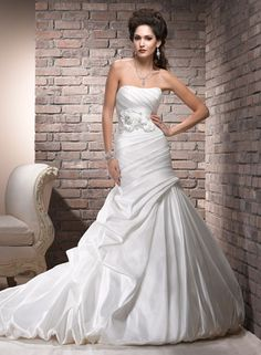 Large View of the Natalia Bridal Gown