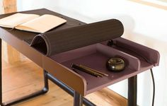 Buy the Pegasus Home Desk by ClassiCon, the clever bureau with leather and a lot of space for digital devices, safely and inexpensively in the Design Shop. Modern Desk, Modern Chairs, Mid-century Modern, Home Office, Home Desk, Eileen Gray, Bureau Design, Table Furniture, Furniture Design