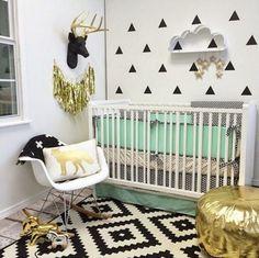 Chambre bébé noir blanc et or