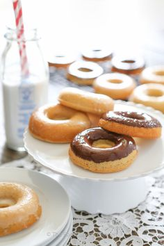 {Paleo} lemon glazed & chocolate donuts (using almond flour & arrowroot)