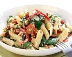 Salade de pâtes aux poivrons, feta et au basilic