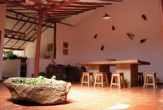 Une maison d'hôtes pleine de charme à Barichara « La Colombie en Image Table, Furniture, Home Decor, Barichara, Rustic Homes, Cottage, Colombia, Home, Glamour