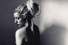 ..QUE FLUYE LENTAMENTE.  #photo #photography #art #blackandwhite #fotografia #portrait #woman