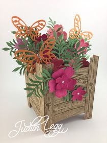 Last night I held a Planter Box Card Class for a small group of ladies. Everyone enjoyed themselves and even though the proje. Flower Cards, Paper Flowers, Box Cards Tutorial, Card Tutorials, Exploding Gift Box, Pop Up Box Cards, Card Boxes, Step Cards, Shaped Cards