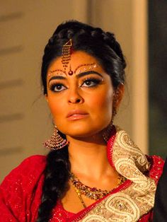 Juliana Paes as Maya in Novel Caminho das Indias