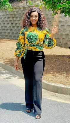 African Blouses, African Lace Dresses, Crop Top And Shorts, Crop Tops, Big Girl Fashion, Summer Wear, Types Of Fashion Styles, High Waist Jeans, Blouse Designs