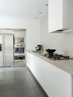 Cozinha Minimalista com Equipamentos de Inox