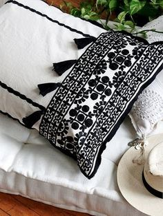 Free people - Coussin Brodé Marocain http://fr.pickture.com/