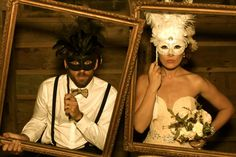 New Orleans vintage wedding - picture frame photo booth