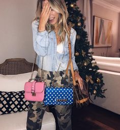 Nati Vozza do Blog de moda Glam4You abre seu closet e mostra suas bolsas favoritas. Olive Pants, Casual Looks, Ideias Fashion, Gucci, Shoulder Bag, Blog, Closet, Bags, Armoire
