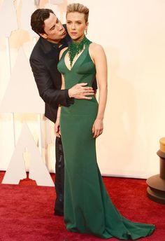 John Travolta Kisses Scarlett Johansson in Creepy Red Carpet Moment at Oscars 2015: See the Bizarre Picture