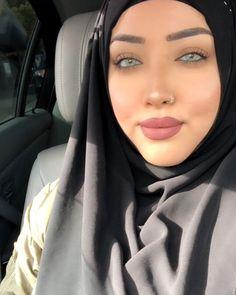girl On bouncing Early morning BooBers be a bouncing hot women Hijab Niqab, Gorgeous Women, Beautiful Eyes, Ao Dai, My Beauty, Turban, Things That Bounce, Hot Girls, Sexy Women