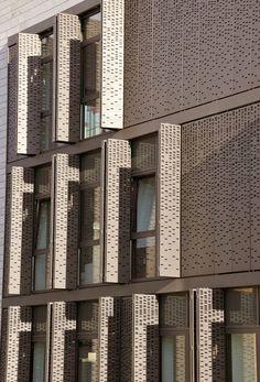 art minimaliste et l'architecture Kinetic Architecture, Architecture Design, Minimalist Architecture, Facade Design, Gothic Architecture, Architecture Today, Parking Building, Building Facade, Building Skin