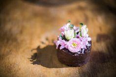 nekedcake tortácska rosa flower wedding love Budapest, Panna Cotta, Wedding Flowers, Cake, Ethnic Recipes, Desserts, Food, Tailgate Desserts, Dulce De Leche