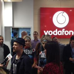 JB at Vodafone  '@joelmadden in Q @Vodafone_AU on Pitt St' (Sydney, Australia)