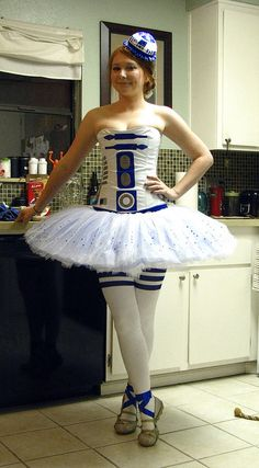 R2-D2 tutu by The Official Star Wars, via Flickr - OMG THIS IS THE COOLEST THING I'VE EVER SEEN!!!!!!!!!!!!! Costume Halloween, Costume Star Wars, Star Wars Dress, Costume Dress, Halloween 2013, Halloween Ideas, Happy Halloween, Halloween Decorations, Running Costumes