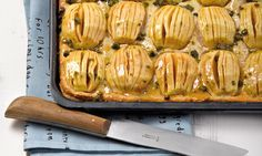 Apfelfächer-Kuchen Rezept: Ein Apfelkuchen, der durch zweimaliges Backen einen besonders knusprigen Boden bekommt - Eins von 5.000 leckeren, gelingsicheren Rezepten von Dr. Oetker!