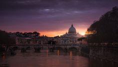 Roma. #marcoromani #marcoromaniphotography #majestic #roma #rome #città #city #cityscape #tevere #tiberriver #river #sanpietro #saintpetersbasilica #basilica #vaticancity #sunset #dramaticsunset #dramatic #ancient #bridge #fineart #fineartphotography #cupola #Nikon #Feisol #Nikkor #NikonD800