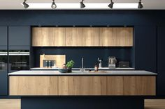 you need to know before you start a kitchen makeover The Hampton H-Line kitchen in Oxford blue and Mayfield oak by Masterclass, from Hampton H-Line kitchen in Oxford blue and Mayfield oak by Masterclass, from Design Case, Küchen Design, House Design, Design Ideas, Contemporary Kitchen Design, Interior Design Kitchen, Modern Design, Dark Blue Kitchens, Handleless Kitchen
