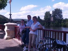 Relaxing at the end of the ride by the Lot river at Douelle.