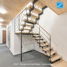 ZWEIHOLMTREPPE Stufen Esche weiß Longlife  Zweiholmtreppe mit Zwischenpodest. Stufenmaterial Esche weiß Longlife, Rechteckrohrprofile und Geländertyp 310 (Stabstahlgeländer) Reling.  Mehr Treppen unter www.kenngott.de