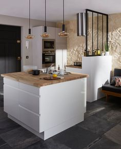 Cuisine ouverte sur salon réussie : 20 astuces – Clem Around The Corner Successful kitchen open to the living room: Küchen Design, Interior Design, Design Ideas, Deco Design, Interior Ideas, White Drawers, Black Doors, Open Kitchen, Kitchen Modern
