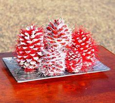 Lavoretti per Natale con le pigne - Centrotavola con pigne rosse per Natale