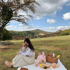 Aesthetic Korea, Nature Aesthetic, Summer Aesthetic, Aesthetic Photo, Aesthetic Girl, Picnic Date, Summer Picnic, Picnic Pictures, Picnic Photography