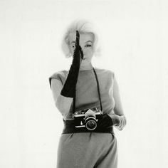 """""""Marilyn Monroe with Nikon F"""" by Bert Stern 1962 Bert Stern's best known work is arguably The Last Sitting, a collection of photographs taken of Marilyn Monroe over a three day period, six weeks. Bert Stern, Fotos Marilyn Monroe, Nikon, Exposition Photo, Girls With Cameras, Robert Frank, Man Ray, Norma Jeane, James Dean"""