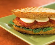 This Chicken Cutlet and Bocconcini Panini from Tre Stelle is absolutely mouthwatering. Entree Recipes, Brunch Recipes, Cooking Recipes, Chicken Panini, Roast Beef Sandwiches, Good Food, Yummy Food, Juicy Steak, Sauce Tomate