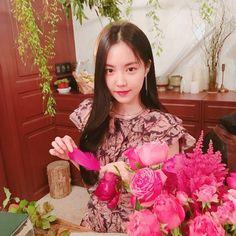 Son Na Eun Apink❤180628 South Korean Girls, Korean Girl Groups, Seven Springs, Son Na Eun, Apink Naeun, Cube Entertainment, Mini Albums, Kpop Girls, Flower Girl Dresses