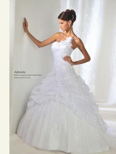 Robe de mariée princesse avec une bretelle